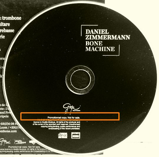 CD collector Bone machine par Daniel Zimmermann