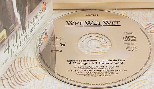 disque compact promotionnel des WET WET WET - Love is all around dans POESIE-SONORE.COM